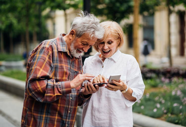 Tackling Tricky Tech: Empowering Seniors to Fully Experience Their Golden Years